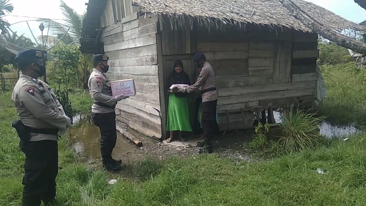Anak Yatim dan Kaum Duafa dapat Sembako dari Bhayangkari Sat Brimob Polda Aceh