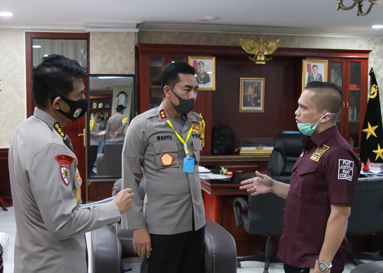 Kapolda Aceh bersama Nazaruddin Dek Gam. [foto : Beritamerdeka.net]