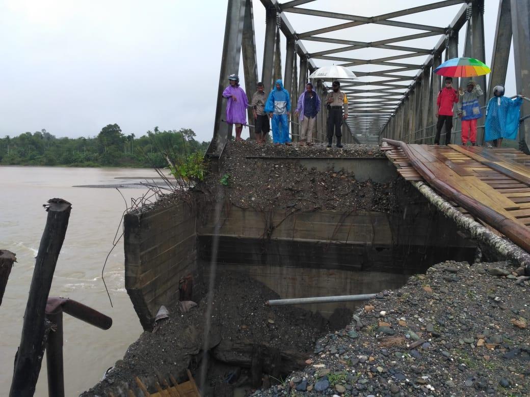 Kapolsek Seunagan Pantau Jembatan Penyebrangan Alue Buloh