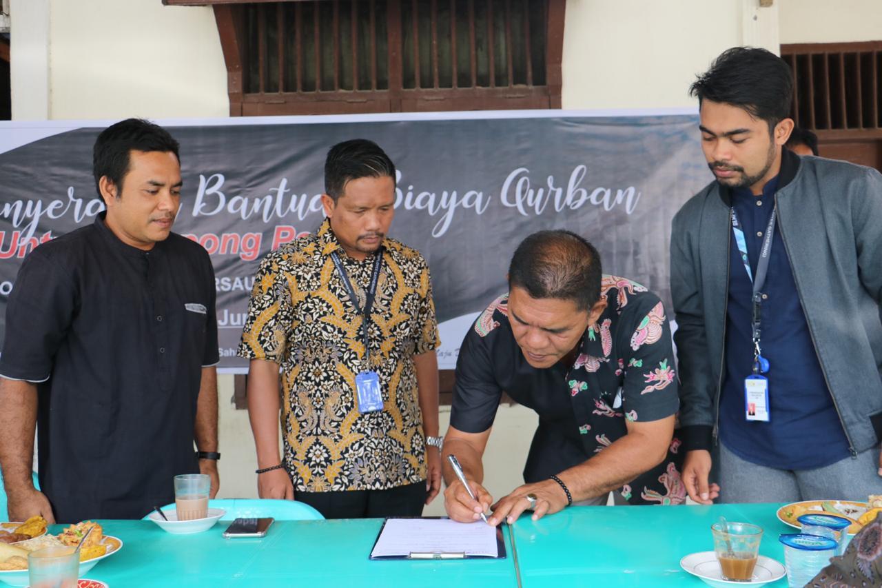 Mifa Bantu Hewan Qurban untuk Warga Wilayah Operasional