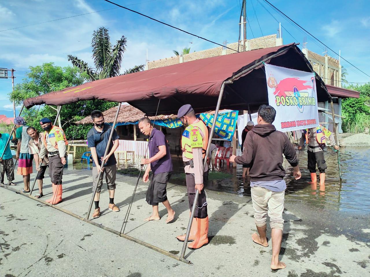 Brimob Nagan Raya Dirikan Dapur Umum di Kecamatan Meureubo Aceh Barat