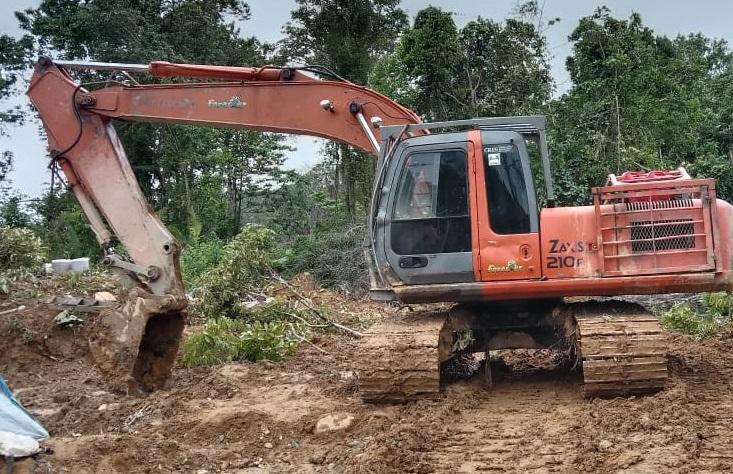 Polisi Amankan Satu Alat Berat Beserta Tujuh Pelaku Tambang Emas Ilegal di Nagan Raya