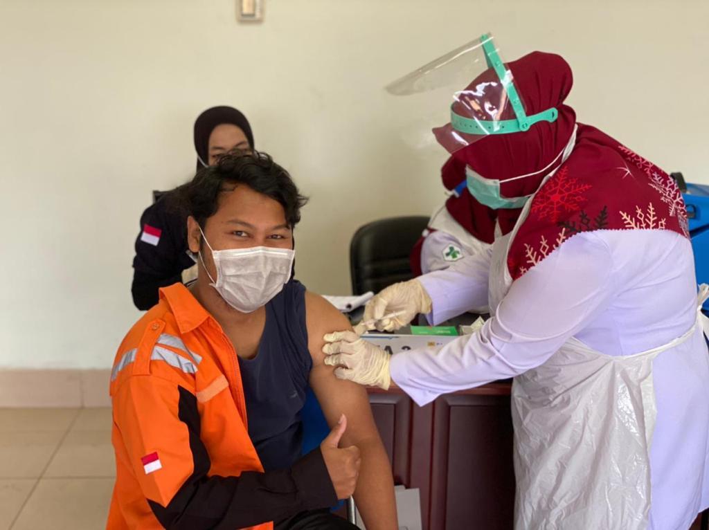 Puluhan Karyawan PLTU Nagan Raya di Vaksin